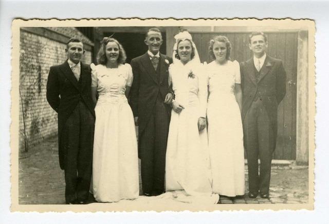 604183 - Midden Ton en Lucy Obbens ca. 1947, rechts Cees van Dun, Nell van Grinsven.