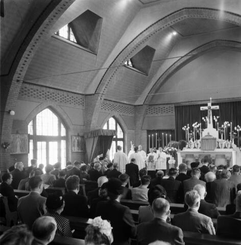 050384 - 4o-jarig bestaan van St. Josephstudiehuis van de St. Josephcongregatie van Mill Hill, gesticht door dr. Ahaus en gebouwd in de jaren 1914/1915 onder architectuur van Jan van der Valk. Het gebouw stond weldra bekend als 'De Rooi Pannen', tevens dr Ahaus herdenking.