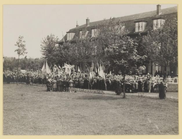 075504 - Koninklijk bezoek. Koningin Moeder Emma bezoekt Oisterwijk  op 19 mei 1930 Kinderhulde.