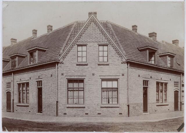 018405 - Pand op de hoek van de Frans Halsstraat (links) en Gerard van Spaendonckstraat (rechts).
