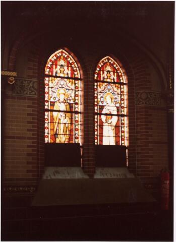 025366 - Glas-in-loodraam in de kapel van het St. Josephgasthuis aan de Lange Nieuwstraat
