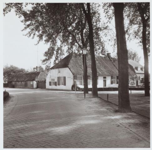 063111 - Zijgevel van de Herberg annex boerenhoeve De Zwaan liggende aan de Torenhoekstraat.