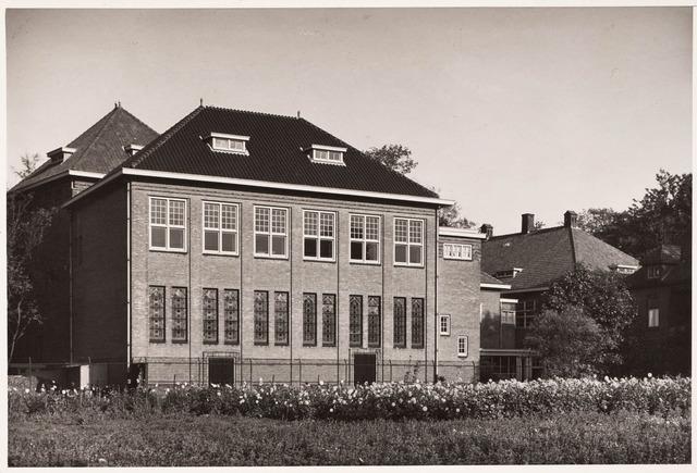 033319 - Hoger onderwijs. Achterzijde gebouw van de R.K. Leergangen aan de Bosscheweg 341 (Tivolistraat)