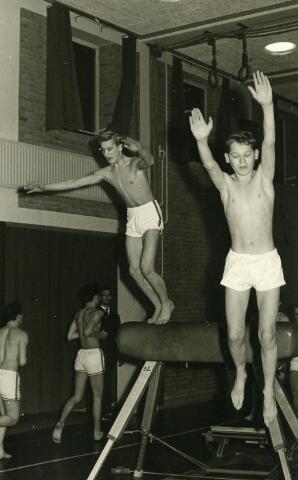 092062 - In 1963 werd de turnploeg van de PAULUS HBS kampioen van Brabant. De jaarlijkse turnwedstrijden voor middelbare scholen uit Midden- en West-Brabant werden in dat jaar gehouden in Bergen Op Zoom.