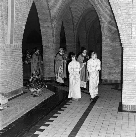 1237_006_247-1_001 - Religie. Kerk. Geloof. Katholiek.  Wijding tot diaken van Pater J. Wijnen in november 1972.
