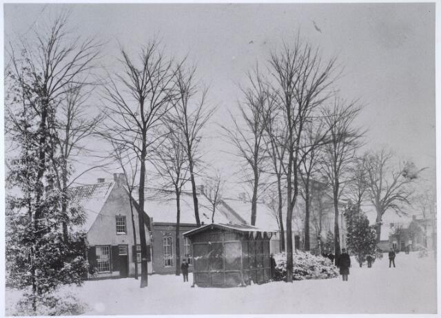024487 - Winters Korvelplein omstreeks 1892. Het huisje is een politiepost