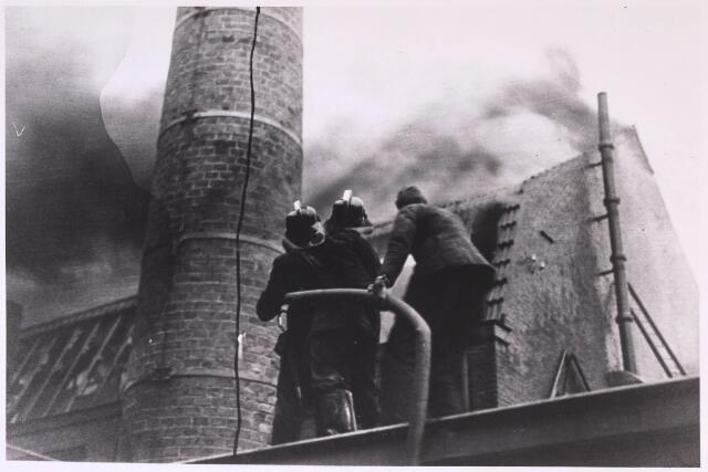 024864 - Brand bij de firma Gebroeders van Beurden aan de Kuiperstraat op 25 april 1933