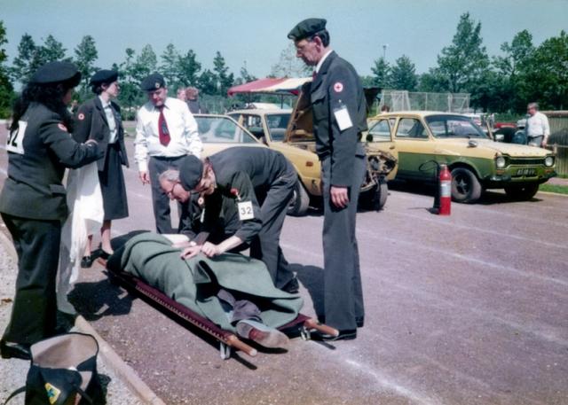 1696121 - Het Nederlandse Rode Kruis afdeling Tilburg neemt in juni 1984 deel aan een internationale wedstrijd in het buitenland.