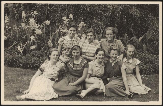 603632 - Leerlingen van de ULO voor meisjes aan de Oude Dijk. Smulders. L. Jacobs, H. van Lieshout, van de Borgh, A. vd Berg, L. Hendriks. Ad v Erve, M. van Erve
