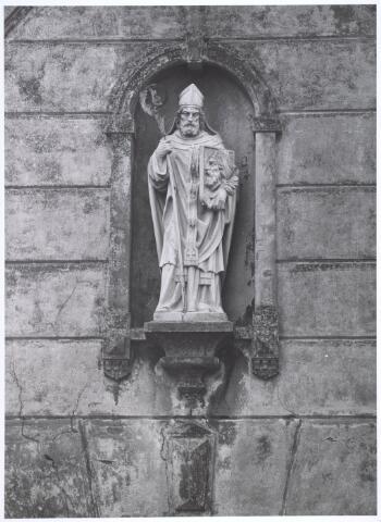 019126 - Beeld van St. Dionysius zoals dat staat op het zogenaamde ´norbertijnenpoortje´, behorende tot de voormalige pastorie van de parochie Goirke en dat als enige de sloop in 1927 overleefde. Norbertijnerpoort.