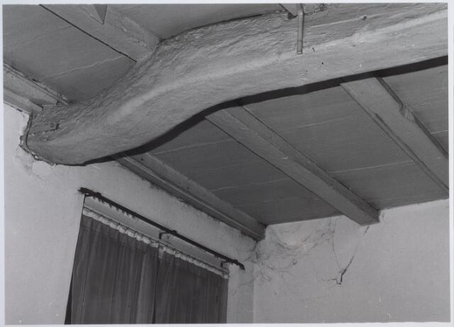 026554 - Draagbalk in het pand Molenstraat 1