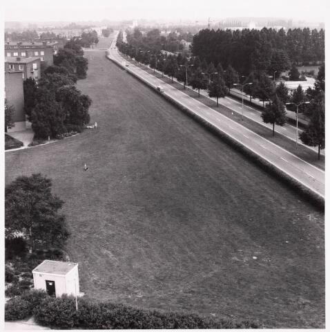036676 - Panorama van Tilburg vanaf de flat aan de Gen. Smutslaan (Heineken)