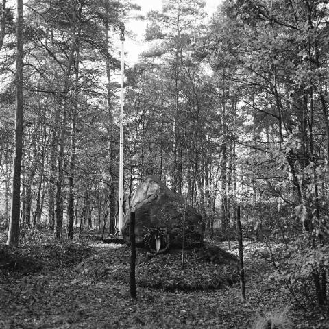 072454 - Monument voor de, op 15 augustus 1942 gefusilleerde, gijzelaars op het landgoed Gorp en Rovert, voorheen Goirles grondgebied, nu op het grondgebied van Hilvarenbeek.