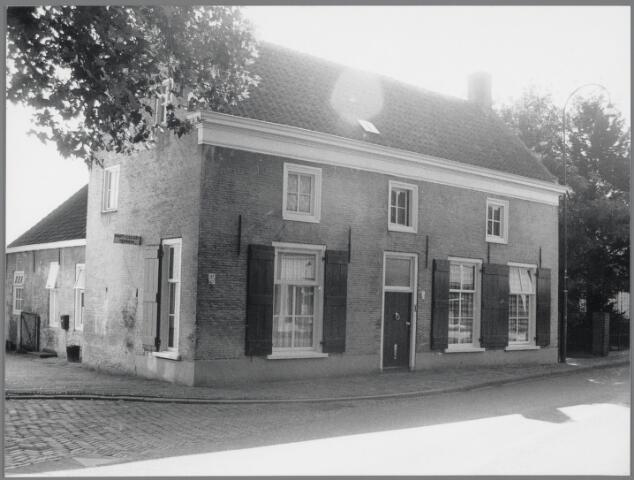 """88697 - Rijksmonument,  Raadhuisstraat 45-47,  Terheijden, woonhuis uit de 17e -18e eeuw genaamd """"De Gekroonde Valk. Was in de 19e en 20e eeuw onderdeel van een boerderij."""