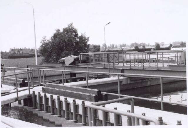 022430 - Afvalwaterzuivering aan de Hoevense Kanaaldijk met links de Bosscheweg. Het huis links staat aan de Oisterwijksebaan