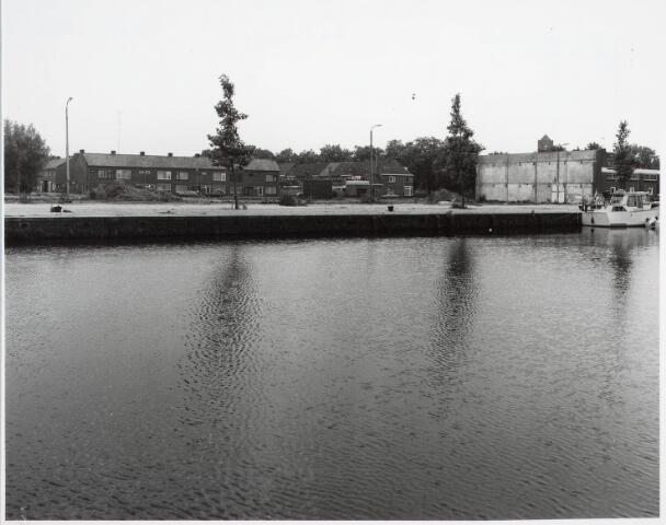 033949 - Overzicht Vendeliersstraat met op de voorgrond de Piushaven