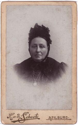 003885 - Johanna COUWENBERG, huwde op 4 februari 1864 te Loon op Zand met Judocus Burmanje.