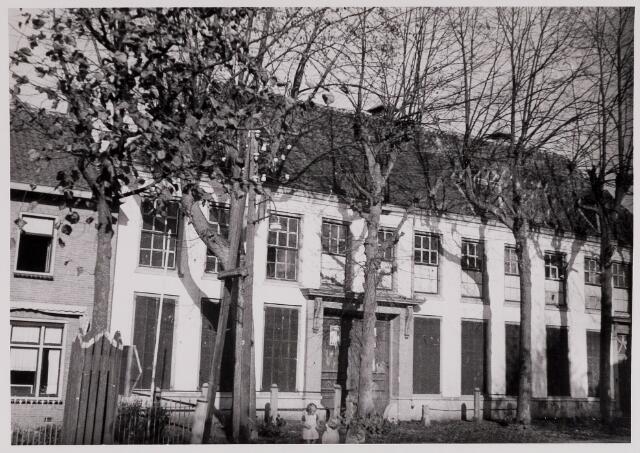084388 - Vrijthof 25, gebouwd door maire M. Huijsmans. Later woonhuis van notaris E. Huijsmans. Na. de Tweede Wereldoorlog is het pand gesloopt en bouwde architect J. Bedaux op deze plaats een monumentale pastorie.