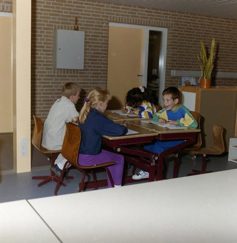 1237_012_915-1_008 - School Fatima, in- en exterieur met kinderen.