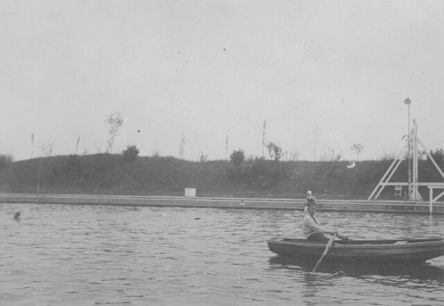064814 - Zwembad aan de Ringbaan-Oost.