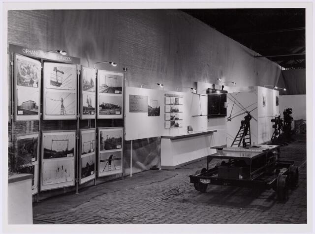 """036787 - Spoorwegen: Electrificatie-tentoonstelling (15-29 april 1950) Stand: """" Ophanging der draden en elictrificatie Noord-Brabant"""""""