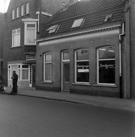 1232_16_028 - Het bedrijfspand van stomerij Neerandia aan de Korvelsweg voor de verbouwing. De eigenaar was Leo Soons, voorheen zat het bedrijf van zijn ouders op de hoek van de Korvelseweg en de Diepenstraat.