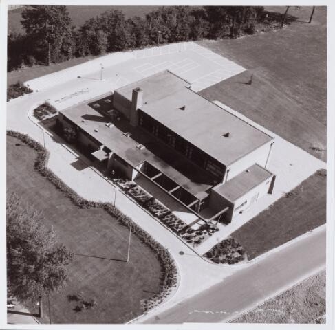 062665 - Bovenaanzicht. Gemeenschapshuis / Cultureel Centrum De Schalm  aan de Eikenbosch 1.