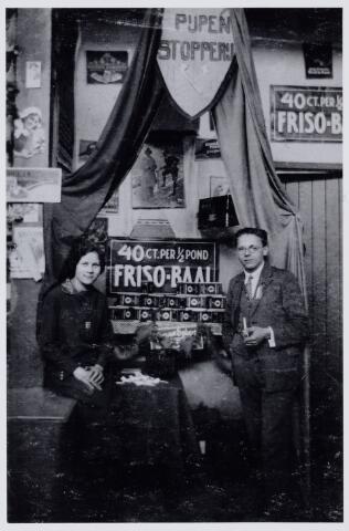 103910 - Tentoonstelling. Expositie van jonge bedrijven op het Piusplein. rechts Norbertus (Norbert) Franciscus Henricus van Hoof (1907-1999).