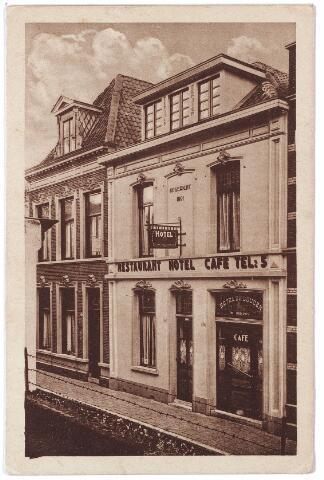 """001612 - Langestraat 16/18, hotel-café-restaurant """"De Gouden Leeuw"""" , eigenaar Theo C.A. Tuerlings. Het hotel werd opgericht als logement in 1891. Rond 1900 is het pand eigendom van logementhouder J.C. Vingerhoets, daarna van de weduwe Vingerhoets-Couwenberg."""