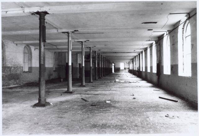 019251 - Begane grond van een gebouw van de voormalige wollenstoffenfabriek C. Mommers. Het  bestond uit vijf verdiepingen en was daarmee het hoogste fabrieksgebouw dat ooit in Tilburg is gebouwd
