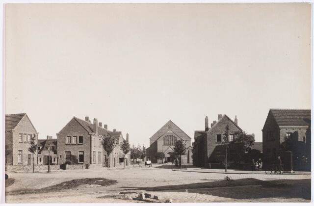 028155 - Woningen aan de Pastoor Vroomansstraat links nummers 21-7 en rechts nummers 12-24