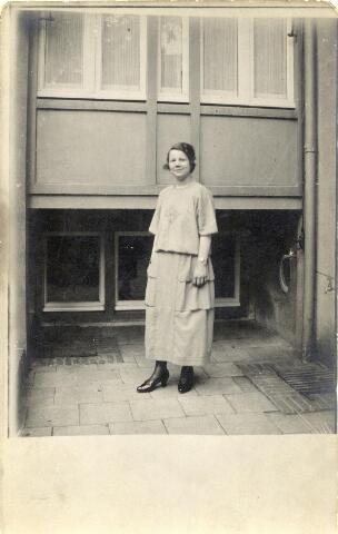 600995 - Cornelia Maria Lombarts, geboren te Baardwijk op 4 augustus 1901, dienstbode bij kolenhandelaar Van Brunschot aan de Spoorlaan.