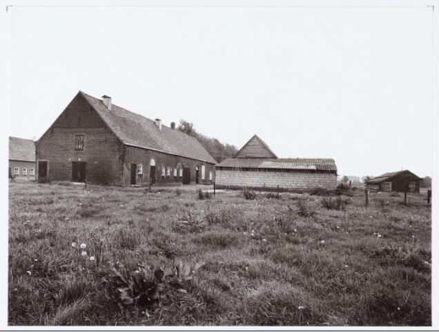 062447 - Landbouw. Boerderij aan de Berkelseweg, thans clubhuis van voetbalvereniging Jong Brabant