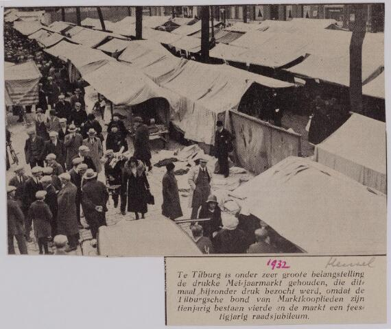 040633 - De drukke Mei-jaarmarkt op de Heuvel in 1932. Extra druk bezocht wegens het 10-jarig bestaan van de Tilburgse bond van Marktkooplieden.