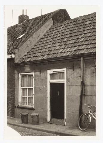 028066 - Stadsvernieuwing: Woning voor afbraak bestemd aan de Veldstraat 28, thans Pastoor van Beurdenstraat