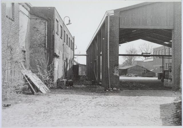 025798 - Textiel. Restanten van de wollenstoffenfabriek Van Beurden - Van Moll aan de Leo XIII-straat