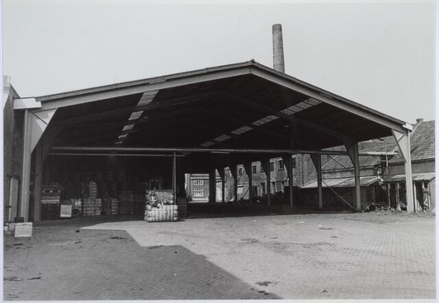 025799 - Terxtiel. Opslagloods op het terrein van wollenstoffenfabriek Van Beurden - Van Moll aan de Leo XIII-straat