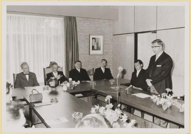 072935 - Opening gemeentehuis door de Commissaris van de Koningin Kortmann.  Bijzondere raadsvergadering. Toespraak van raadslid A.C.A. van Gils.
