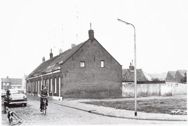 027448 - Oeverstraat.
