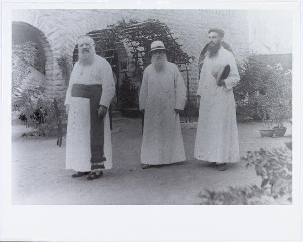 006402 - Links mgr. Joannes Cornelis Christianus Aelen, geboren Tilburg 25.12.1853, overleden Madras 11.2.1929, missionaris Mill Hill, aartsbisschop van Madras India.