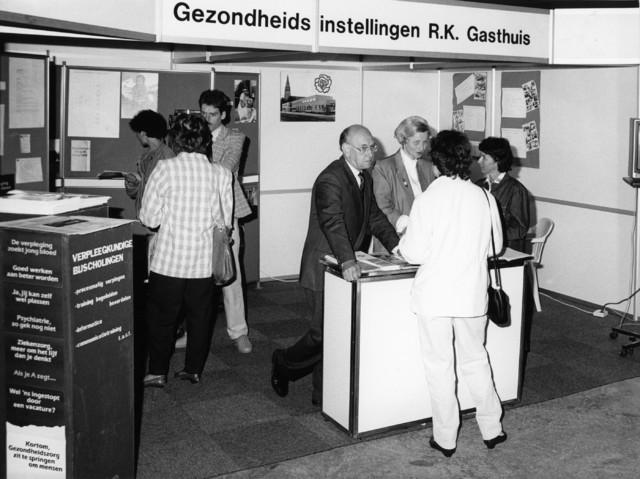 1238_F0088 - Gezondheidsinstellingen R.K. Gasthuis. Zorgbeurs.