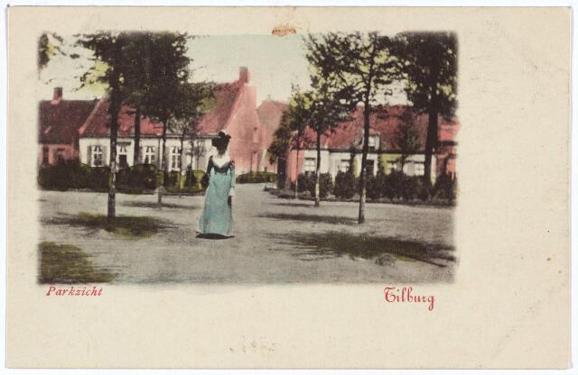 002870 - Noordzijde van het Wilhelminapark. Het witte huis links was rond 1900 bekend als pand K276, vanaf 1910 als Wilhelminapark nr. 114. Het huis is zeker twee eeuwen in het bezit geweest van  de familie Mutsaers. Vanaf 1896 was dit pand het klooster van de zusters franciscanessen van de HH. Familie. Zij lieten het pand in 1928 slopen voor de bouw van een nieuw klooster. Rechts van dit pand de Leo-zijstraat, nu dr. Nolensstraat.
