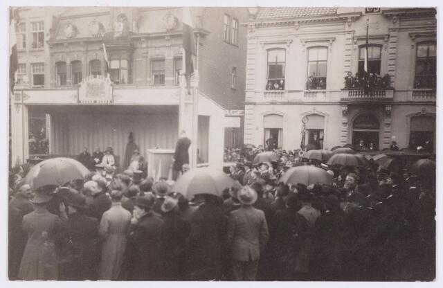 053293 - Koninklijke Bezoeken. Onthulling van het standbeeld van Willem II in aanwezigheid van koningin Wilhelmina.
