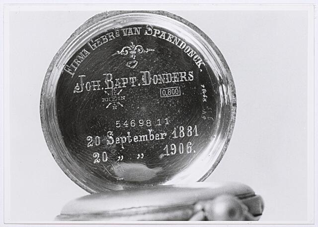 012125 - Inscriptie in het deksel van een horloge aangeboden door de firma gebroeders Van Spaendonck aan werknemer Jan Baptist Donders (Tilburg 1868-1945) in 1906