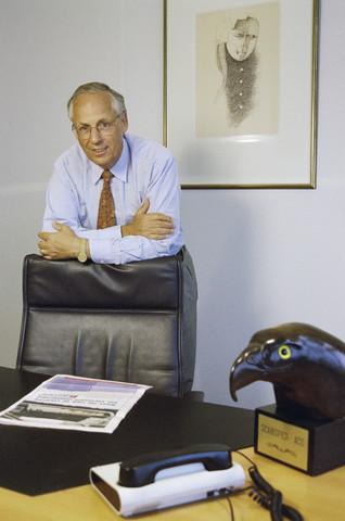 TLB023000920_001 - Directeur Jansen van Scansped op zijn kantoor.