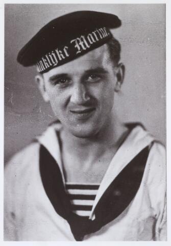 013659 - WOII; WO2; Tweede Wereldoorlog. Verzet. Wim Blom, werkte samen met zijn broer Piet veelvuldig samen met de knokploeg van 'blonde' Piet van Bommel