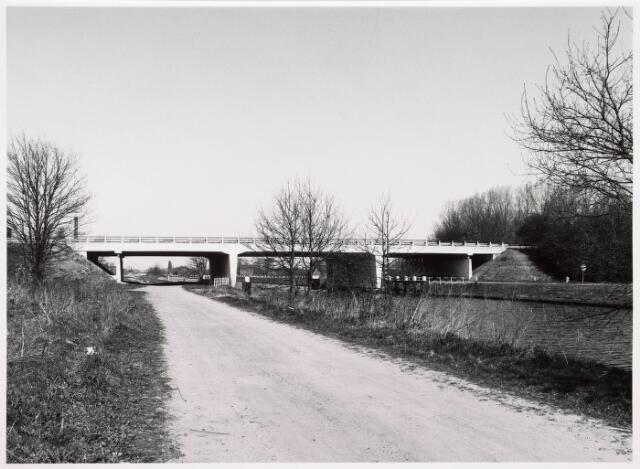 034833 - Vaste brug over het Wilhelminakanaal aan de Meierijbaan