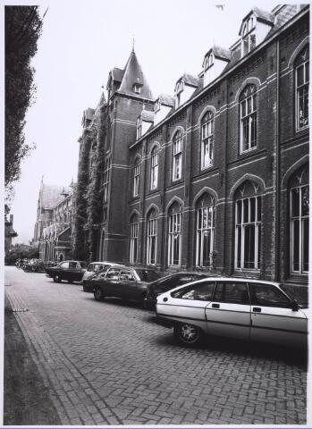 023701 - Hoofdingang van het Brabants Conservatorium aan de Kempenbaan, gevestigd in het voormalig cenakel