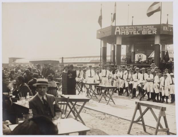 103808 - Internationale Tentoonstelling voor handel en Industrie gehouden van 18 juli - 18 augustus 1924 op een terrein gelegen tussen de Elzenstraat en de Industriestraat. op de achtergrond textielfabriek Aelen.