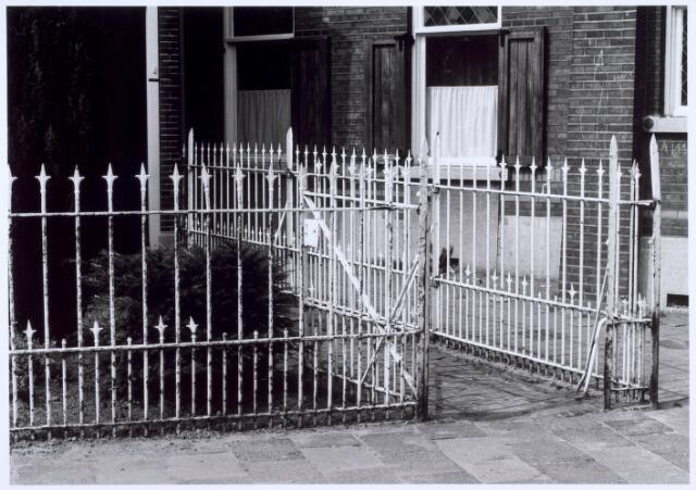 020594 - Hekwerk voor panden aan de Hasseltstraat tussen de Goirkestraat en Kwaadeindstraat. Het hek behoorde tot het vroegere kasteel van de Hasselt